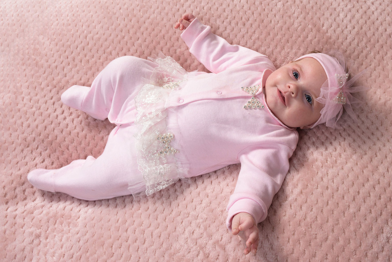 Professional baby photographer in Stafford
